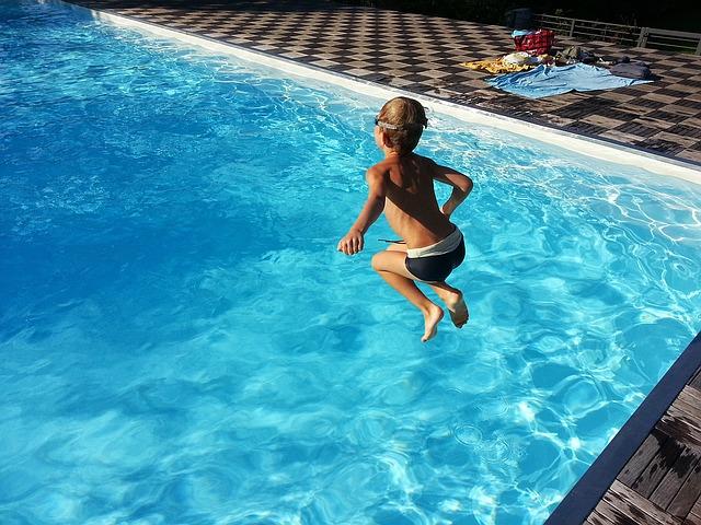 klučík nad bazénem