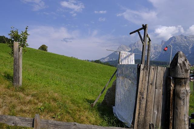 venkovní sprcha s pohledem na hory